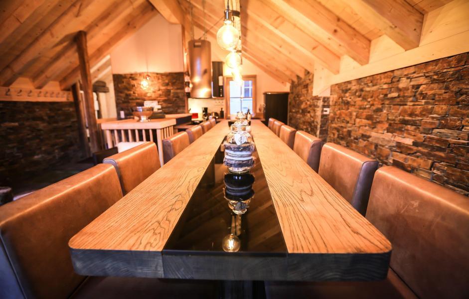 Location au ski Chalet Les Lions Blancs - Valloire - Table
