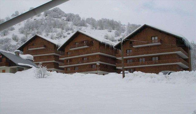 Аренда на лыжном курорте Résidence les Arolles - Valloire - зимой под открытым небом