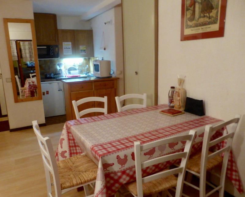 Location au ski Studio coin montagne 4 personnes (D4) - Residence Plan Soleil - Valloire - Table