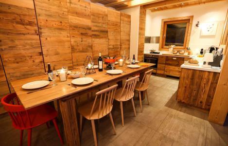 Rent in ski resort Chalet le Pure Altitude - Valloire - Table