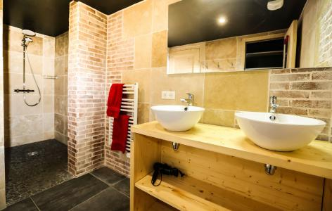 Rent in ski resort Chalet Les Lions Blancs - Valloire - Shower room