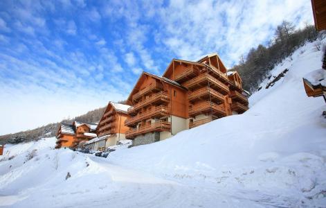 Vacances en montagne Le Hameau et les Chalets de la Vallée d'Or - Valloire - Extérieur hiver