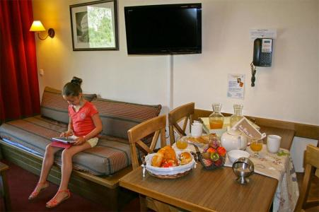 Rent in ski resort Les Chalets de Valoria - Valloire - Dining area