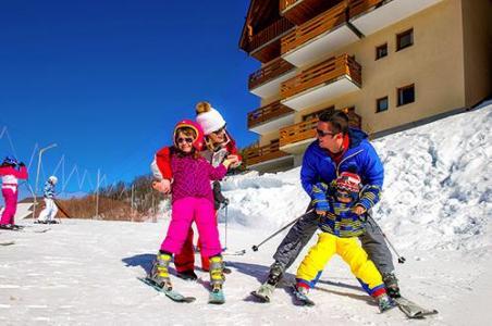 Location au ski Les Chalets De Valoria - Valloire - Extérieur hiver