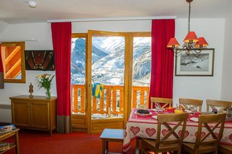 Location au ski Les Chalets De Valoria - Valloire - Porte-fenêtre donnant sur balcon