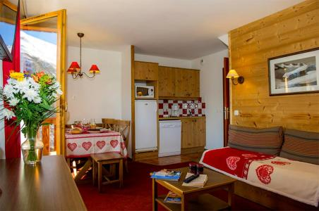 Rent in ski resort Les Chalets de Valoria - Valloire - Settee