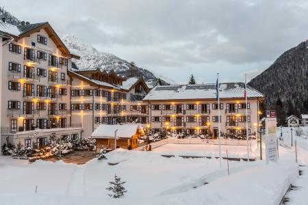 Vacances en montagne Résidence et Spa Vallorcine Mont Blanc - Vallorcine - Extérieur hiver