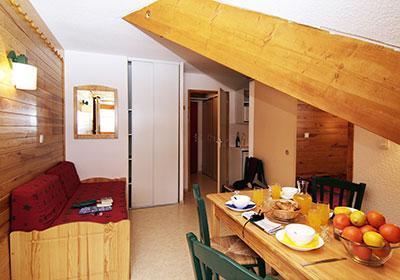 Location au ski Residence L'ecrin Des Neiges - Valmeinier - Table