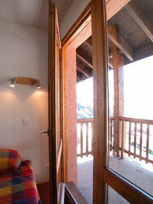 Location au ski Appartement 2 pièces cabine 6 personnes - Residence Les Lumieres Des Neiges - Valmeinier - Porte-fenêtre donnant sur balcon