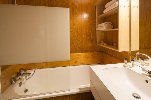 Rent in ski resort Hôtel du Bourg - Valmorel - Bathroom