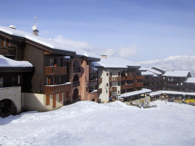 Vacances en montagne Résidence les Roches Blanches - Valmorel - Extérieur hiver