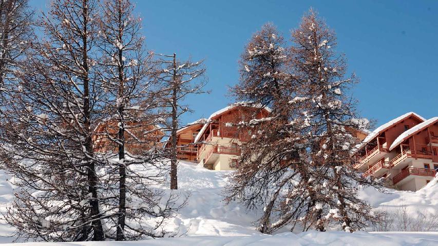 Location au ski Residence Les Chalets Des Rennes - Vars - Extérieur hiver