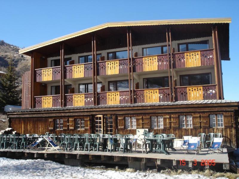 Hotel les lores vars location vacances ski vars ski planet for Hotel au ski