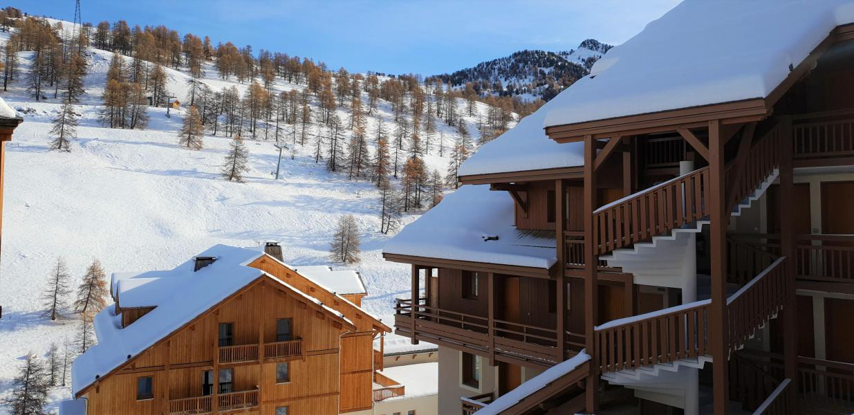 Rent in ski resort Les Chalets Des Rennes - Vars - Winter outside