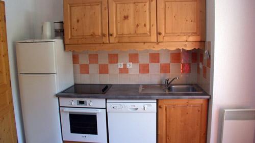 Rent in ski resort 3 room apartment 6 people (U004) - Résidence Ecrin des Neiges - Vars - Kitchenette