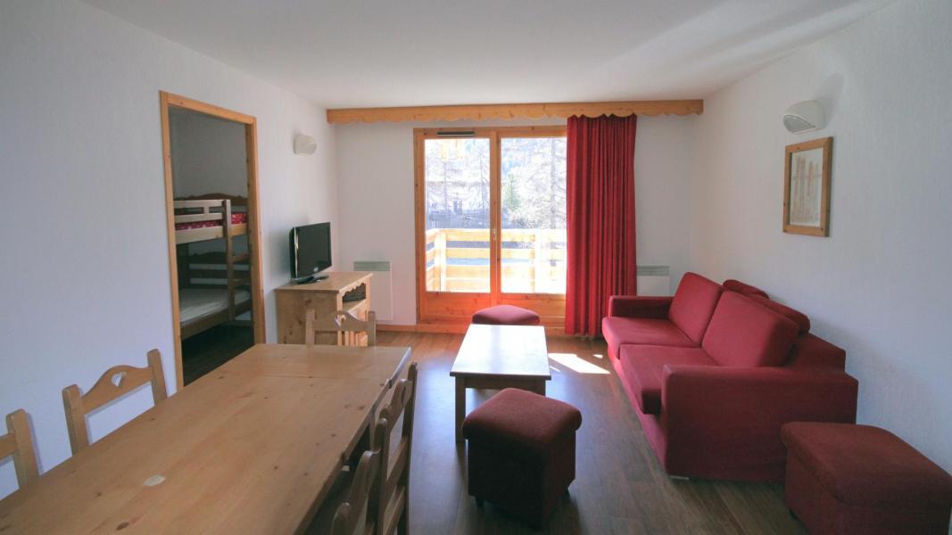 Location au ski Appartement 2 pièces 6 personnes (U003) - Résidence Ecrin des Neiges - Vars - Table
