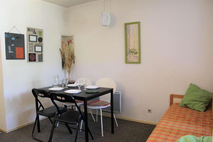 Rent in ski resort Studio cabin 4 people (438) - Résidence l'Eyssina - Vars - Table
