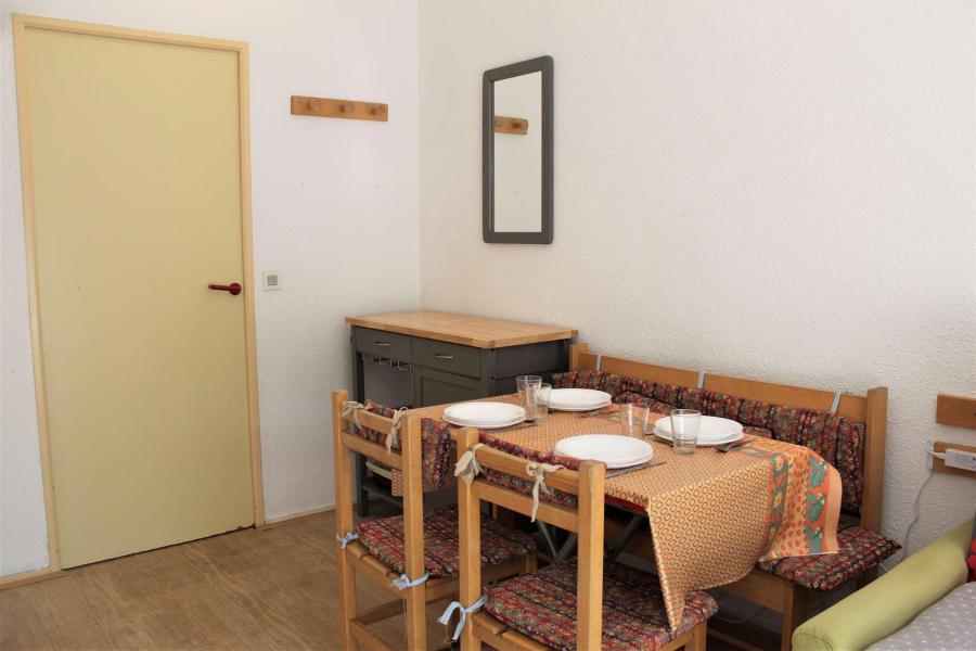 Rent in ski resort Studio sleeping corner 4 people (213) - Résidence l'Eyssina - Vars - Living room