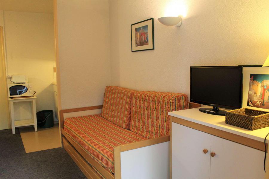 Rent in ski resort Studio sleeping corner 4 people (665) - Résidence l'Eyssina - Vars - Table