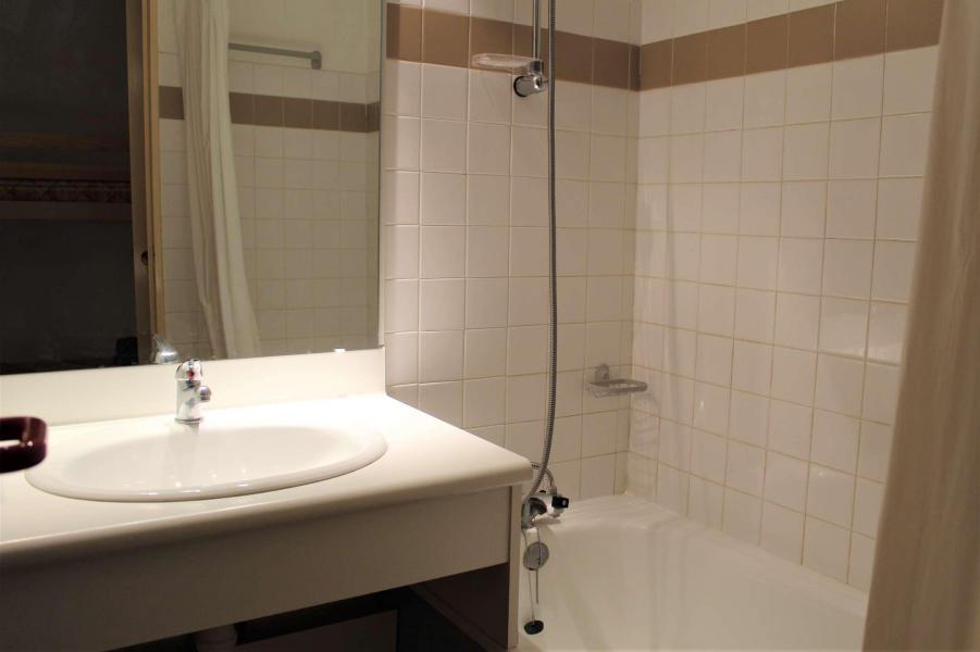 Rent in ski resort Studio sleeping corner 4 people (887) - Résidence l'Eyssina - Vars - Bathroom