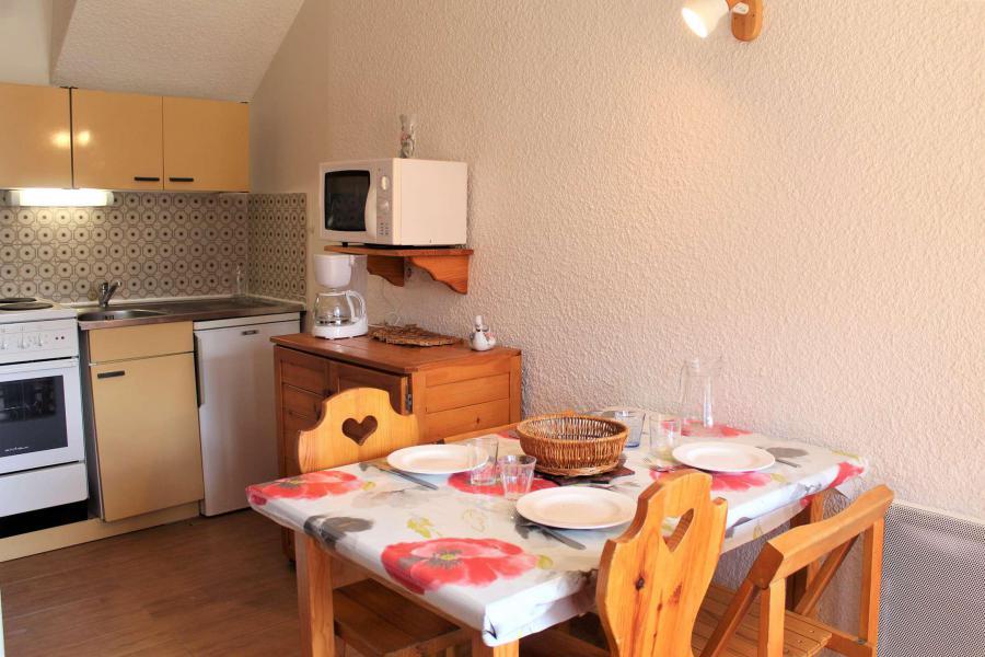 Rent in ski resort Studio 4 people (10) - Résidence le Hameau - Vars