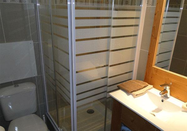 Alquiler al esquí Résidence les Chalets des Rennes - Vars - Cuarto de baño con ducha
