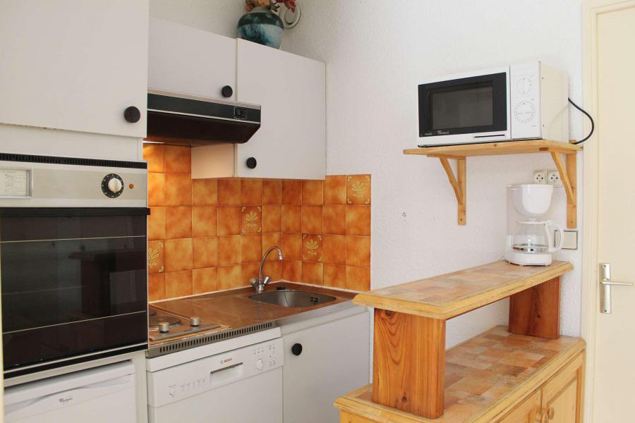Location au ski Studio cabine 6 personnes (121) - Résidence Ski Soleil - Vars - Banquette-lit