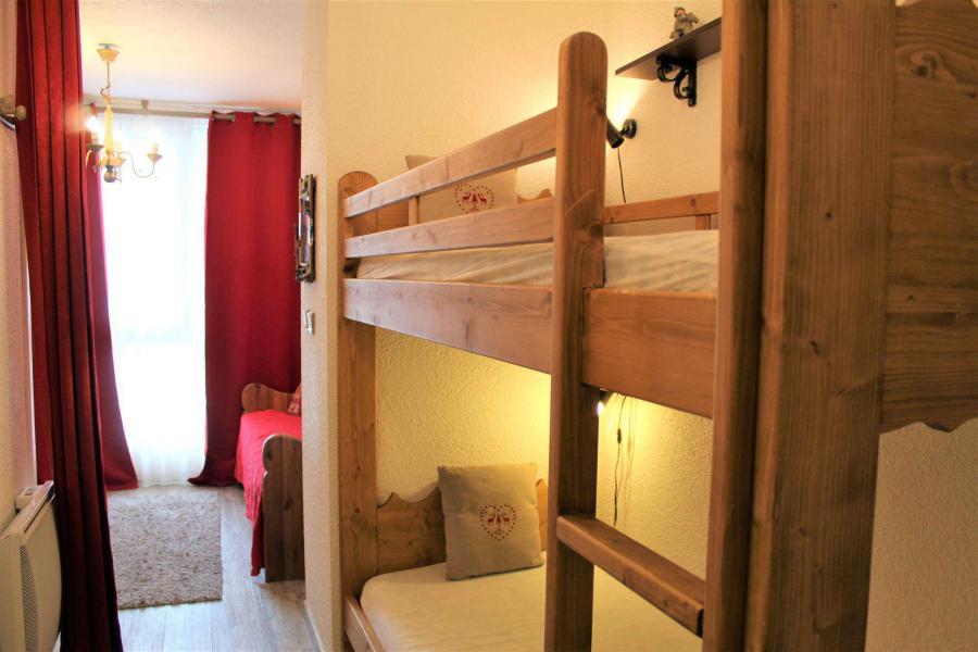 Location au ski Studio coin montagne 4 personnes (230) - Résidence Ski Soleil - Vars - Canapé-lit