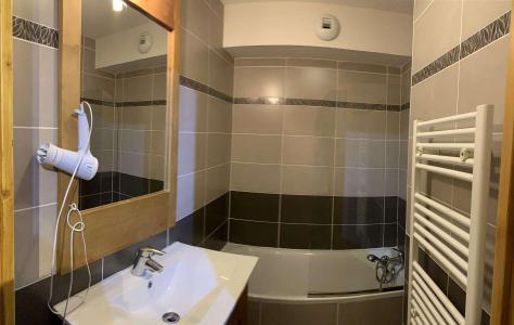 Location au ski Appartement 2 pièces 4 personnes (60) - Chalets des Rennes - Vars - Baignoire