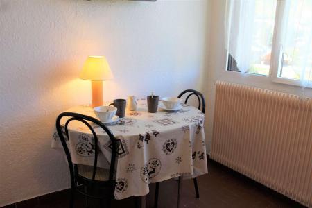 Rent in ski resort Studio 2 people (043) - Résidence Centre Vars - Vars - Table
