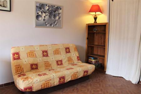 Rent in ski resort Studio sleeping corner 4 people (040) - Résidence Centre Vars - Vars - Table