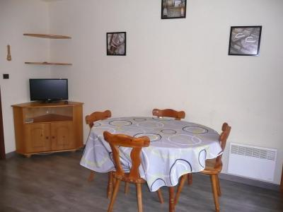Rent in ski resort Studio sleeping corner 4 people (B102) - Résidence les Alpages - Vars - Table