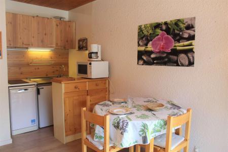 Rent in ski resort Studio 2 people (131) - Résidence les Ecrins 4 - Vars - Table