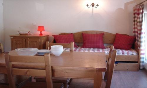Rent in ski resort Studio sleeping corner 2-4 people (U002) - Résidence les Myrtilles - Vars - Sofa-bed