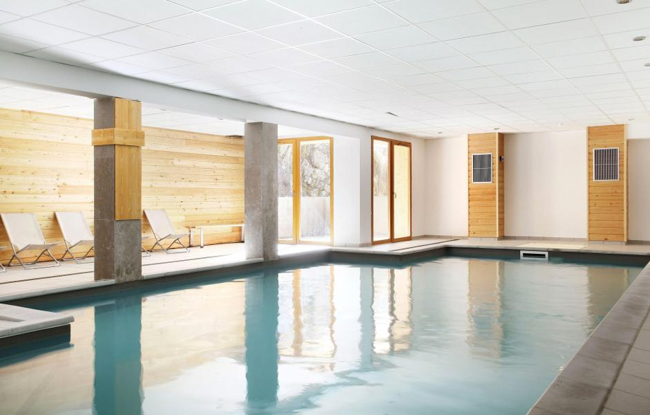 R sidence le crystal blanc 20 vaujany location for Piscine de vaujany