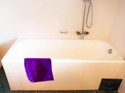 Rent in ski resort Chalet CNY01 - Veysonnaz - Bath-tub